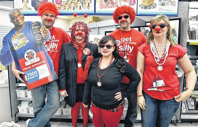 Walgreens Employee At Home >> Kingston Walgreens Employees Go Seriously Silly To Benefit