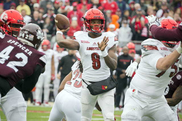 Louisville quarterback Lamar Jackson announced on Friday that he will forego his senior season to enter the NFL draft.