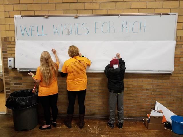 Well-wishers write words of encouragement for Nanticoke Mayor Richie Wiaterowski.