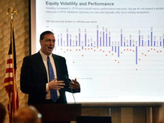 Chamber breakfast features financial markets expert