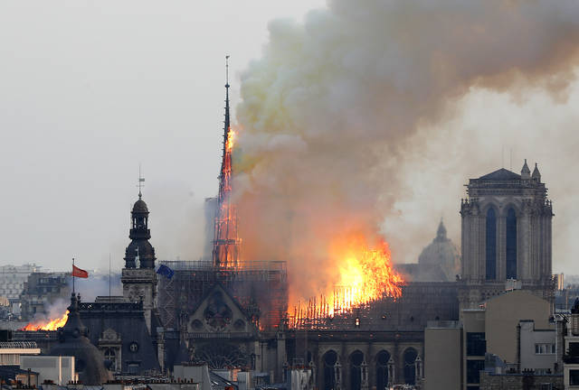 eadf9532b7a13 Flames rise from Notre Dame cathedral as it burns in Paris