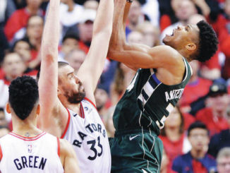Leonard scores 36, Raptors beat Bucks 118-112 in 2 OTs