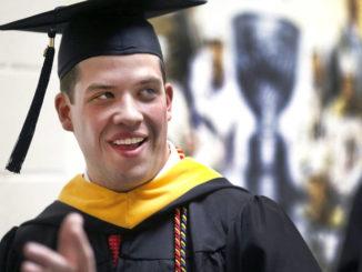 Former Notre Dame coach Lou Holtz delights King's graduates