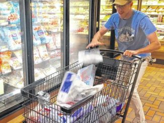 Family rings up $1,267 in United Way/Wegmans shopping spree