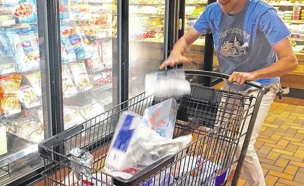 Family rings up $1,267 in United Way/Wegmans shopping spree