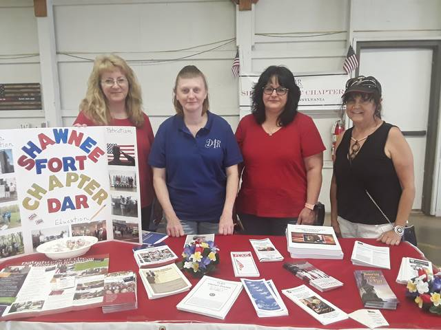 Shawnee Fort Chapter DAR participates in music festival