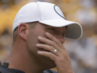 Roethlisberger done for season with right elbow injury