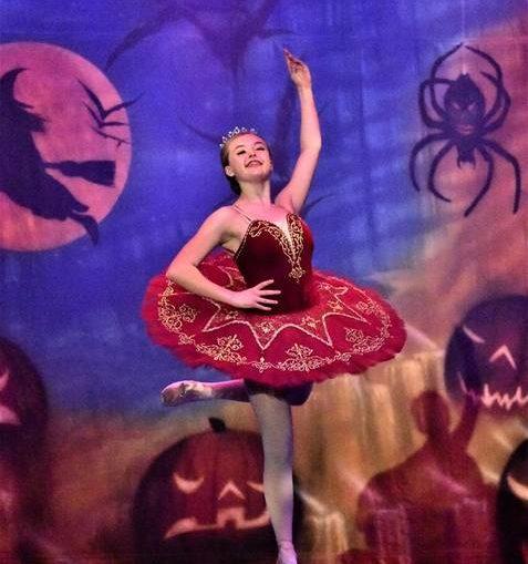 https://s24526.pcdn.co/wp-content/uploads/2019/10/web1_Harris-Halloween-Show-18-Photo-1-477x509.jpg