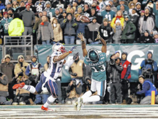 Edelman's TD pass leads Patriots over Eagles