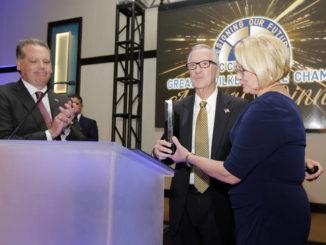 Awards aplenty at star-studded WB chamber dinner