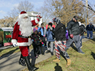 Community comes together for Santa in the Park event