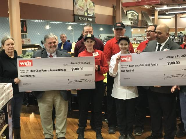 Weis debuts new Dallas store with 'dollar zone,' donations