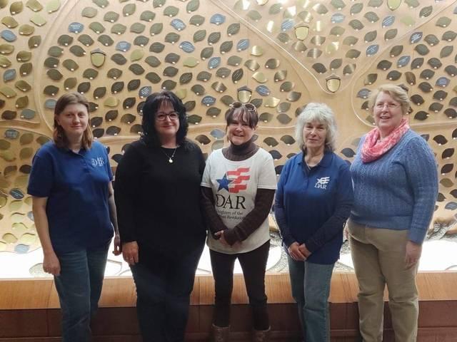 Shawnee Fort DAR donates to veterans