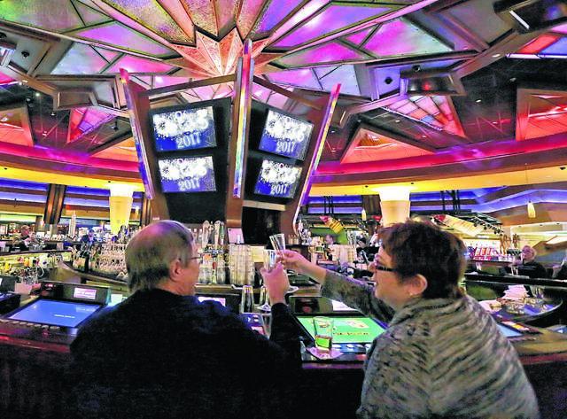 Модель 577 казино как играть в девятку с картами видео