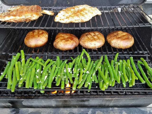 Holiday weekend grilling gala: Beans, 'bellos and chicken breasts