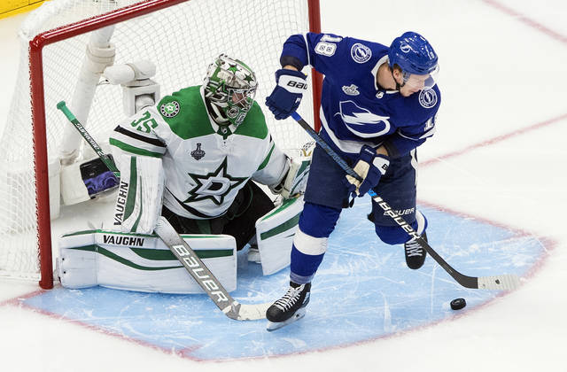 Lightning hold off rally, beat Stars 3-2 to even Stanley Cup Final