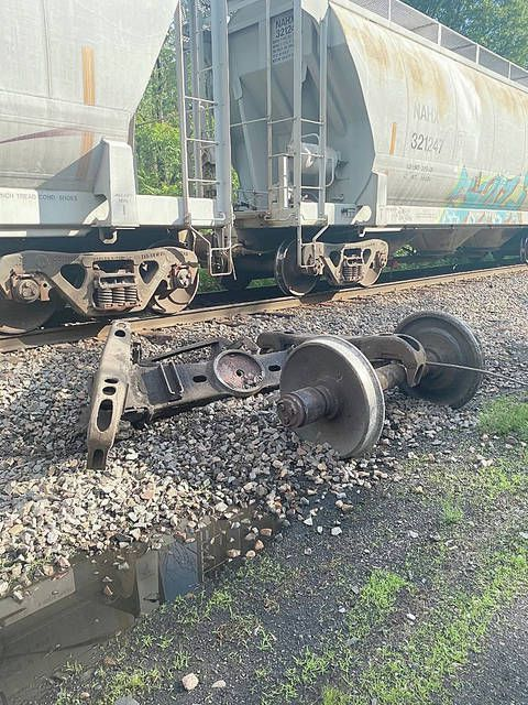 Disabled train stuck in Hanover Twp.; roads could be blocked for days | Times Leader